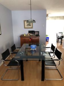 Mobilier de cuisine, table en verre