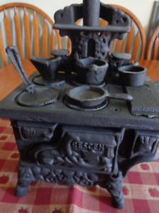 Cast-Iron Miniature Cookstove