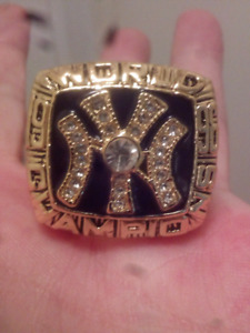 LARGE HEAVY NEW YORK YANKEES WORLD SERIES CHAMPIONSHIP RING