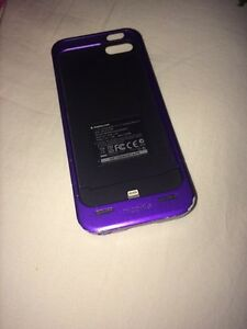 Iphone 5/5s Mophie charging case -purple