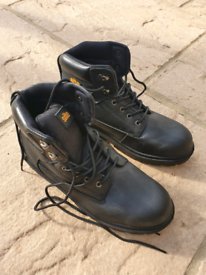 SITE boots size 9