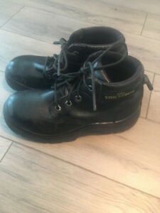 Fits Women's Size 9 - CSA Approved Steel Toe Safety shoes