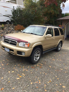 2004 Nissan Pathfinder LE SUV, Crossover
