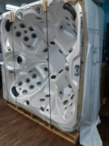 *CLEARANCE* Six Person Pinnacle Hot Tub, Ready for Delivery!