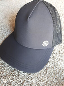Lululemon Black Trucker Hat - Size XS/S