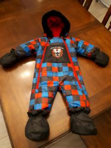 Snow suit 9 months Snowsuit!
