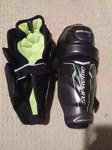 "Bauer Hockey shin pad, 10"", top of the line London Ontario image 1"