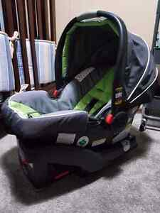 Graco click connect 35 infant carrier and base