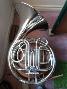 Selman Single Nickel-plated French horn with Protec gig bag