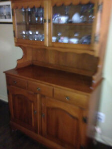 Beautiful Duncan Phyfe cabinet and hutch Peterborough Peterborough Area image 1