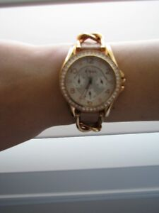 Rose Gold Fossil Watch plus Matching Extras London Ontario image 1