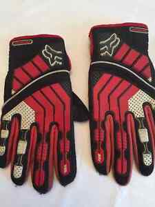 Youth Size Fox Motocross or Dirt Bike Gloves,Very Good Condition