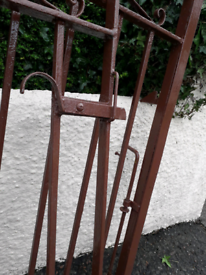 Driveway gates in good condition