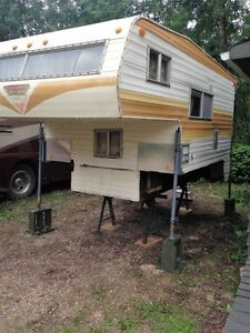1985 Vanguard 9.5 ft Truck Camper