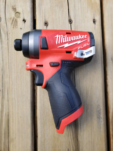 Milwaukee M12 FUEL impact w/ M12 2.0 MaH battery and charger