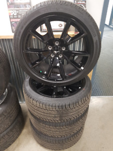 New Pirelli 255/40ZR19 Mustang tires and rims