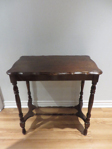 Antique Entry Table/ Table D'entrée Antique