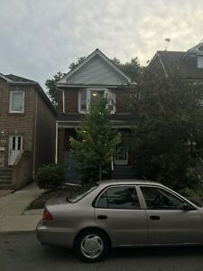 Large Three Bedrooom Home In Dupont/Ossington Area