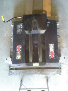 Pullrite Superglide 3100 5th Wheel Hitch and Capture Plate