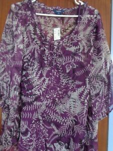 Over 30pc Lot of women's Clothing-sizes vary form 16 to 2X.