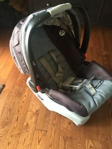 Infant/ baby car seat with two basses Kawartha Lakes Peterborough Area image 1