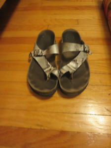 Mephisto Helen Sandals Size 40  Grey Silver and Black and White