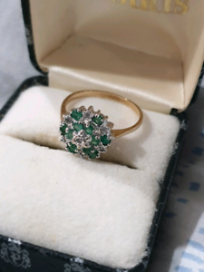 Stunning 9k Gold and Emerald(?) Ring Stafford Heights Brisbane North West Preview