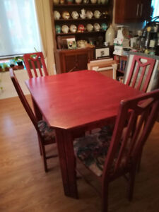 Table et 4 chaises / dinning room set