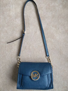 Michael Kors Margo Cross body messenger purse