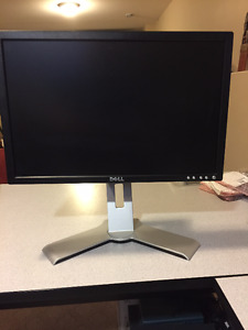 Wide screen LCD Monitor Dell 207WFP 18.5 X 15