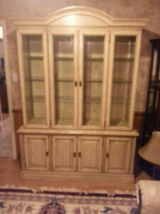 SOLID OAK DINING ROOM SUITE WITH 6 CHAIRS