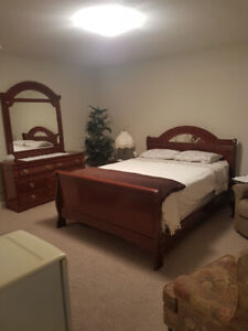 Beautiful Queen Bedroom Set For Sale Excellent Condition
