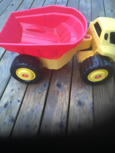 5 Little Tikes Yard Toys + 2 extra trucks  - no extra cost (set)