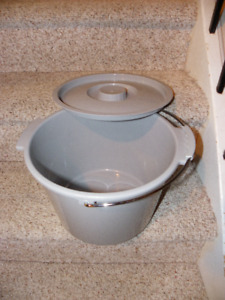 New Commode Pail with Lid