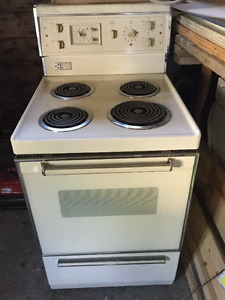 """24"""" Apartment stove. Very Clean."""