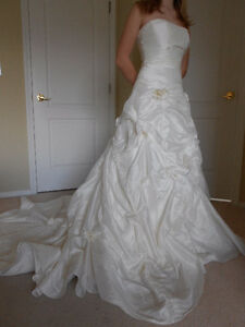 Gorgeous off-white wedding dress