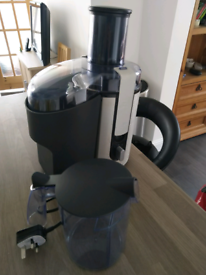 Philips HR1861 juicer used once with jug