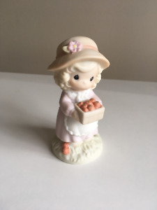 Precious Moments  - Little Moments Figurines