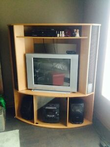 Entertainment unit. 27 inch TV London Ontario image 1