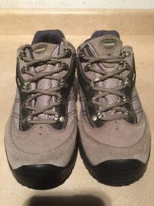 Women's Kamik Hiking Shoes Size 11 London Ontario image 4