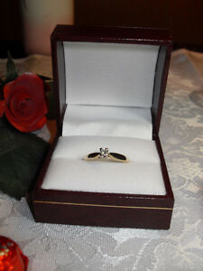 "10kt yellow gold ""Solitaire"" Diamond Engagement Ring - Size 7"