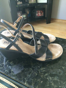Women's black leather sandals size 9.5