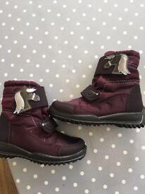 New winter boots Riccota size 8