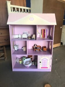 Doll house with accessories