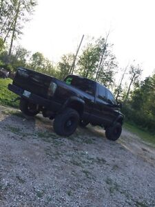 Lifted 2006 dodge 2500. 5.9