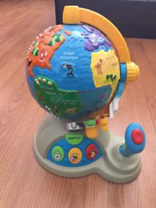 Globe terrestre V-Tech avec manette de pilote