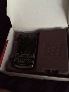 Few cell phones for sale  Kawartha Lakes Peterborough Area image 2