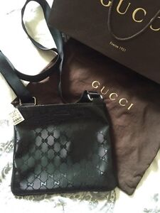 Authentic Gucci pouch NEW