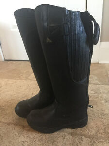 Outdoor riding boots