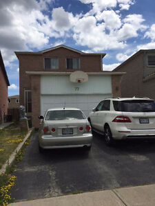 double garage detached house for lease